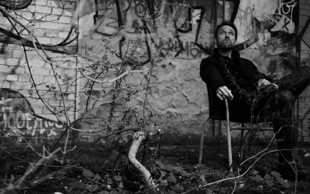 Cameron Hassard veröffentlicht sein erstes Mini-Album 'Rings', und das hat es in sich!